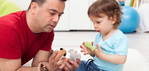 deca-roditeli-igra-dete-semejstvo-roditel