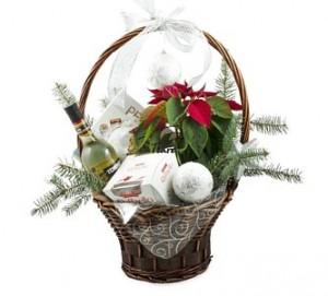 кошница с цветя и изненади